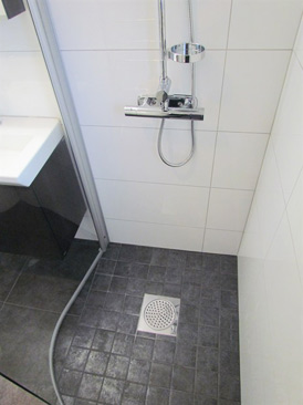 Inredning duschdörrar rak vägg : Modernt med raka linjer - DittNyaBadrum