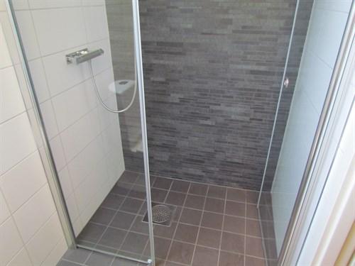Badrum badrum litet : Dusch Och Badkar I Litet Badrum: Badrummet hemma hos ornholm ...